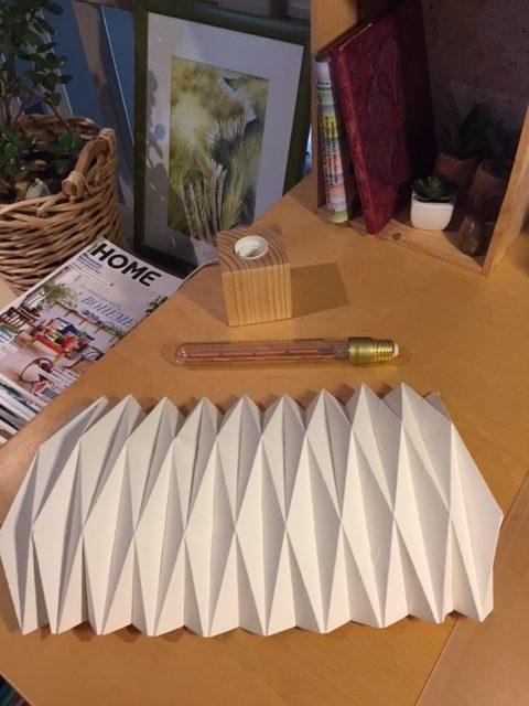 mat riel pour une lampe origami mlaviedeco. Black Bedroom Furniture Sets. Home Design Ideas